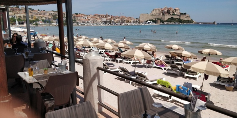 Restaurant et plage aménagée à Calvi